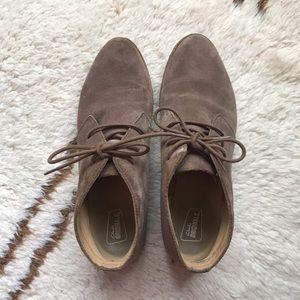 Clarks Classic Chukka boots